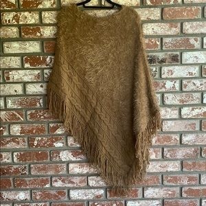 Love Stitch Soft cable knit Poncho